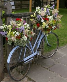 Pretty floral arrangements in bicycle baskets. Bicycle Decor, Wooden Bicycle, Bicycle Shop, Bike Planter, Bicycle Pictures, Bridal Flowers, Garden Planters, Yard Art, Flower Decorations
