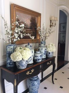 Ginger Jars in a traditional room. The Enchanted Home Blue And White China, Blue China, Home Interior, Interior Decorating, Interior Design, Mansion Interior, Decorating Games, Home Design, Deco Zen