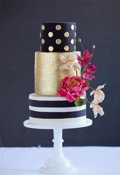 Gold Wedding Cakes possible design for photo shoot. A Modern, Black and Gold Wedding Cake Gorgeous Cakes, Pretty Cakes, Amazing Cakes, White And Gold Wedding Cake, Wedding Cakes With Flowers, Cake Wedding, Mod Wedding, Trendy Wedding, Striped Wedding