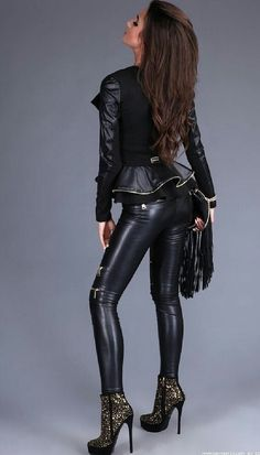 Leather Lady - Lilly is Love Tight Leather Pants, Faux Leather Leggings, Leather Pants Outfit, Leather Trousers, Leather Sneakers, Leder Outfits, Legging Outfits, Shiny Leggings, Tight Leggings