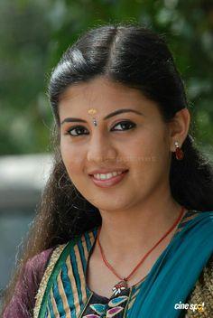 Beautiful womens photos Beautiful Girl Hd Wallpaper, Beautiful Girl Photo, Beautiful Girl Indian, Most Beautiful Indian Actress, Beautiful Saree, Beautiful Bride, Indian Natural Beauty, Indian Beauty Saree, Beauty Full Girl