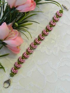 06e42856b1 Swarovski Beaded SuperDuo Lotus Flower braceletPink Lotus Schmuck,  Swarovski Schmuck, Kristallschmuck, Perlenschmuck,