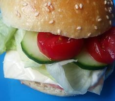 Helenkine dobroty - Žemle s kvásku Hamburger, Ethnic Recipes, Food, Essen, Burgers, Meals, Yemek, Eten