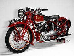 TRIUMPH SPEED TWIN 1939 Custom Motorcycle Helmets, Retro Motorcycle, Motorcycle Design, Women Motorcycle, Bobber Motorcycle, Motorcycle Quotes, Triumph Motorbikes, Triumph Motorcycles, Custom Motorcycles