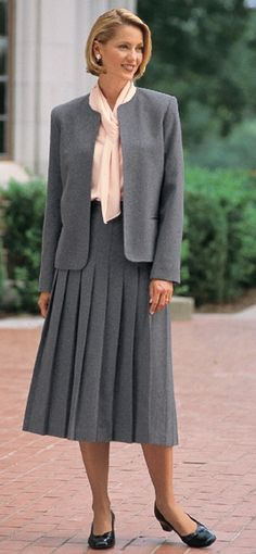 The young pastor's wife Helen look so elegant and wholesome, wearing her nice conservative skirt suit. Modest Skirts, Modest Wear, Modest Outfits, Skirt Outfits, Pleated Skirts, Dress Skirt, Modest Clothing, 80s Fashion, Modest Fashion