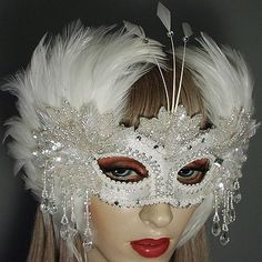 Gweneviere Masquerade mask - Beautiful and dramatic mask perfect for events such as weddings, quinceaneras, sweet 16 party, Halloween!