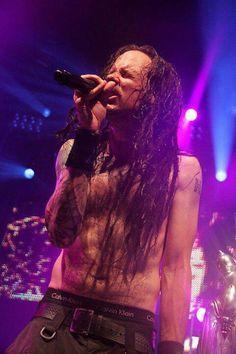 A shirtless Jonathan. =] #Korn