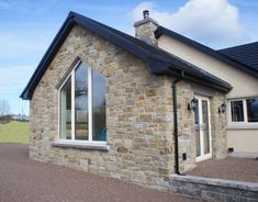 90% Tipperary Brown & 10% Tipperary Blue Sandstone - Coolestone Stone Importers Suppliers Masonry Tyrone Northern Ireland Modern Bungalow Exterior, Stone Exterior Houses, Modern Farmhouse Exterior, House Windows, Facade House, House Facades, Blue Granite, Stone Masonry, Stone Supplier