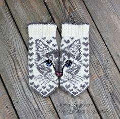 Färdig med det andra paret vantar med mönster från JennyPenny  Eftersom jag har tre egna ragdollkatter så fick mina vantar Missy C bl... Stick O, Couture, Knitting Projects, Mittens, Knit Crochet, Diy And Crafts, Insects, Sewing, Blog