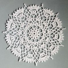 FREE PATTERN ~ C ~ Crowns Surround crochet doily