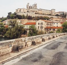 Béziers, France. Spring, 2019. France, Paris Skyline, Walking, Mansions, House Styles, Spring, Travel, Home, Decor