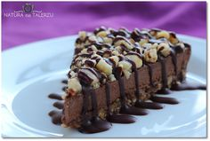 Chocolate tart with nuts without burning Raw Cake, Vegan Cake, Vegan Sweets, Healthy Sweets, Coconut Oil Cream, Raw Cacao Powder, Raw Food Diet, Raw Desserts, Raw Chocolate