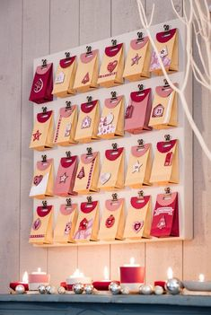 *With directions* - When you create this Christmas countdown advent calendar every day is a surprise. With this pocket advent calendar, you can decide what cute surprises that your loved ones will receive. Christmas Calendar, Christmas Time, Christmas Crafts, Christmas Decorations, Xmas, Christmas Countdown, Pochette Surprise, Advent Calenders, Diy Calendar