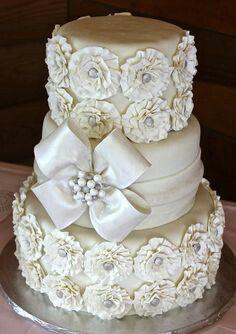 Beautiful white cake/flowers