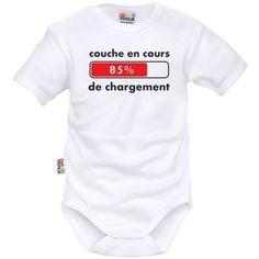 Body bébé rigolo : COUCHE en cours de CHARGEMENT Cute Outfits For Kids, Cute Kids, Kids Wear, Tee Shirts, Baby Boy, Lol, Baby Shower, Clothes, Voici