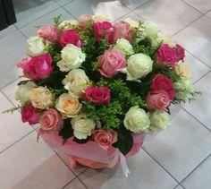 Ανθοδέσμες και μπουκέτα γενεθλίων.     Στείλτε λουλούδια για γενέθλια και ευχηθείτε Χρονιά Πολλά στους αγαπημένους σας.