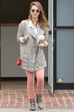 How to Wear it: Peach Jeans as Inspired by Jessica Alba | The Front Row View