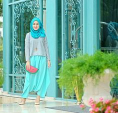 Turquoise and watermelon kinda day! Wore a matching outfit with the frontside of 😍 I run out of outfits so I bought some from Bandung yesterday. They had a very lovely and cute collections, and thank you for teh for welcomed us 😘💕 Modest Outfits, Modest Fashion, Girl Fashion, Fashion Outfits, Fashion Styles, Hijab Dress, Hijab Outfit, Muslim Girls, Muslim Women