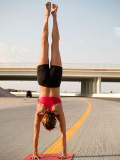 C'est mardi! retrouver des explications de Yoga en vidéo Cette semaine, Kino, nous explique comment réaliser le poirier. Bonne pratique!