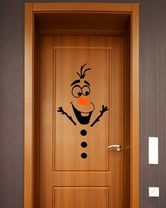 Decoração Natal Porta Olaf! #decoracaonatal #decoracaonatalina #decoracaoportanatal #natal #natalinos  #adesivos #decoração #decor #decoracao
