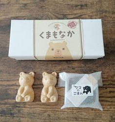 北海道札幌市の老舗餅菓子店「札幌餅の三好屋」で販売されている「くま最中」。2017