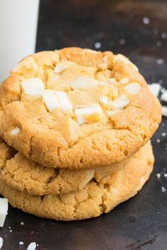 WHITE CHOCOLATE MACADAMIA NUT COOKIES RECIPE- Quick and easy, made with simple ingredients from scratch. Ready in 20 minutes. These white chocolate cookies are the best, classic, soft and chewy. Can also add coconut and cranberries. White Chocolate Macadamia Cookies, Best White Chocolate, Macadamia Nut Cookies, White Chocolate Recipes, Chewy Chocolate Chip Cookies, Cookies Soft, Chocolate Truffles, Chocolate Fudge, Holiday Cookie Recipes