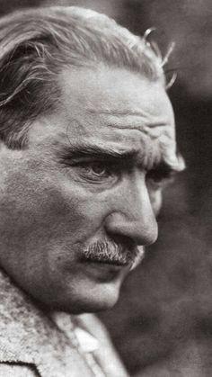 Mustafa Kemal Atatürk Wallpapers of little-known photographs. Most Beautiful Wallpaper, More Wallpaper, Most Beautiful Pictures, Great Backgrounds, Wallpaper Backgrounds, Rain Wallpapers, Love Wall, Great Leaders, Aesthetic Photo