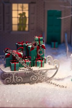 Christmas Glamour and Traditional....Tiffany Christmas gifts!  The Pretty Things