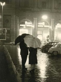A rainy night Rain Umbrella, Under My Umbrella, Walking In The Rain, Singing In The Rain, Rainy Night, Rainy Days, Old Photos, Vintage Photos, Smell Of Rain