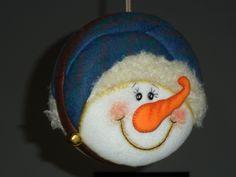 Arte Country, Christmas Ornaments, Christmas Ideas, Snowman, Santa, Holiday Decor, Balls, Fairy Doors, Elves