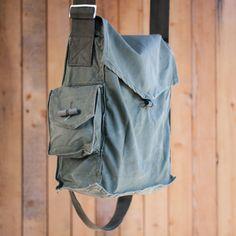 He encontrado este interesante anuncio de Etsy en https://www.etsy.com/es/listing/214525958/canvas-crossbody-bag-soviet-army-bag