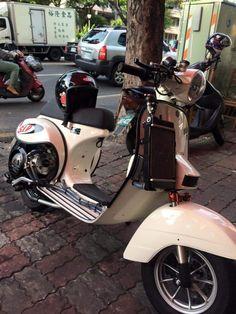 Vespa Px, Vespa Lambretta, Scooter Custom, Italian Beauty, Scooters, Motorcycle, Bike, Stylish, Classic