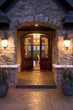 Beautiful house. Love the entrance.