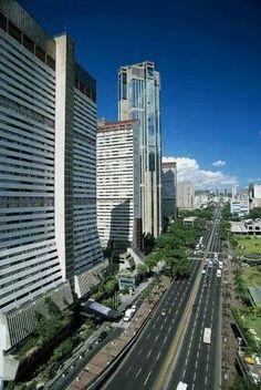 Avenida Bolívar y Parque Central - Caracas #Paisajes #Venezuela
