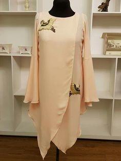 Latest Pakistani Dresses, Pakistani Dress Design, Kurta Designs Women, Blouse Designs, Abaya Fashion, Fashion Dresses, Red Lace Top, Kurta Style, Kurti Designs Party Wear