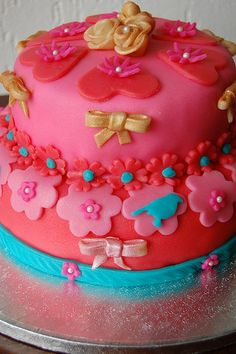 Sweet #cake in pink, red and blue.