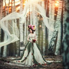 Margarita Kareva is a Russia-based photographer who specializes in fantasy art photography. Her photographs beautifully portray women that have been transformed into fairy tale princesses and witches. Fantasy Photography, Amazing Photography, Portrait Photography, Fashion Photography, Margarita, Foto Fantasy, Fantasy Art, Fantasy Books, Illustration Fantasy