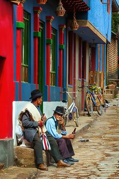 Impressive photos of Colombia! On this photo you can see Ráquira, Boyacá, a place that takes you back in time. The perfect place to travel and to explore a new city. Colombian Cities, Colombian Culture, Bolivia, National Geographic, Latina, Panama, Travel Around The World, Around The Worlds, Colombia Travel