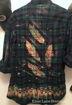 Bleach Shirt Diy, Shirt Refashion, Diy Shirt, Clothes Refashion, Design Your Shirt, Autumn T Shirts, Moda Vintage, Diy Clothing, Cowgirl Clothing
