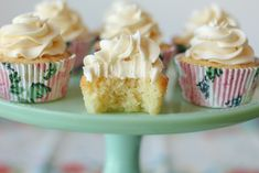 Rich, simple and delicious vanilla cupcakes! This classic dessert recipe is perfect for any occasion. These easy cupcakes are also quick, and take less than an hour to make! Vanilla Frosting For Cupcakes, Marshmallow Frosting, Vanilla Cake, Vanilla Buttercream, Buttercream Frosting, Fairy Bread, Cupcake Recipes, Dessert Recipes, Cupcake Ideas