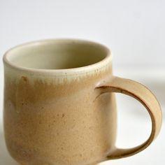 掛け分けマグカップ(ベージュ×白)Mug Cup (Beige-White) / Awabi ware - nem