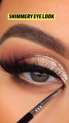 Eyebrow Makeup Tips, Makeup Tutorial Eyeliner, Eye Makeup Steps, Makeup Eye Looks, Smokey Eye Makeup, Eyeshadow Looks, Skin Makeup, Eyeshadow Makeup, Eye Makeup Tutorials