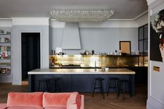 01-Jenna Lyons by Simon Watson - black and gold kitchen