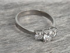 princess cut ring engagement rings that look special! Vintage Silver Rings, Vintage Diamond Rings, Diamond Solitaire Rings, Princess Cut Rings, Princess Cut Engagement Rings, Princess Cut Diamonds, Engagement Rings Sale, Diamond Engagement Rings, Modern Jewelry