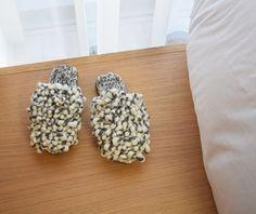 Slide Sandals, How To Dry Basil, Slippers, Herbs, Food, Sandals, Essen, Slipper, Herb