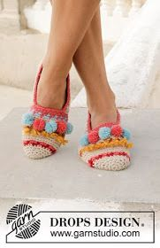 Let's Party - Crocheted slippers with multi-coloured pattern, fringes and pompoms. Size 35 to 43 Piece is crocheted in DROPS Nepal. - Free pattern by DROPS Design Crochet Slipper Pattern, Knitted Slippers, Crochet Slippers, Crochet Gifts, Free Crochet, Knit Crochet, Crochet Basics, Crochet For Beginners, Knitting Patterns Free