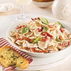 Orzo crémeux poulet et cheddar - 5 ingredients 15 minutes Farfalle Recipes, Penne Noodles, Gourmet Recipes, Healthy Recipes, Pasta Al Dente, Creamy Chicken, Food Gifts, How To Cook Chicken, Pasta Dishes