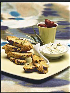 Cantuccini alle olive nere e pistacchi