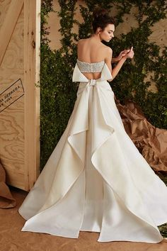 Wedding Dress 2017 // Collection Carolina Herrera 2017 // Carolina Herrera Bridal // #weddingdress #bride
