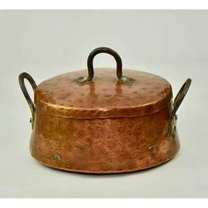 Copper Cookware - This Post Has The Best Methods For Your Cooking Success Black Kitchen Cabinets, Copper Kitchen, Black Kitchens, Copper Pots, Copper Dishes, Copper Metal, Shabby, French Kitchen, Bedside Lamp